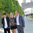 """Cara Delevingne, Nat Wolff et John Green - Photocall du film """"La Face Cachée de Margo"""" (Paper Towns) au Champ-de-Mars le 17 juin 2015 à Paris."""