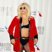 Lady Gaga, ventre à l'air et excentrique, inspire une récompense !