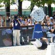 Guillaume Canet chute de cheval lors du Longines Paris Eiffel Jumping au Champ-de-Mars à Paris, le 3 juillet 2015.