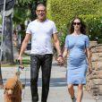 Jeff Goldblum et sa femme Emilie Livingston, enceinte, promènent leur chien dans les rues de Hollywood, le 22 mars 2015.