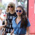 Taylor Swift et Selena Gomez vont déjeuner au restaurant à West Hollywood, le 16 juin 2015.