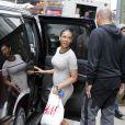"""Melanie Brown (Mel B) est allée avec son mari Stephen Belafonte faire du shopping dans un magasin """"H&M"""" à Times Square à New York, le 31 mars 2015."""