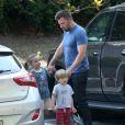 Semi-Exclusif - Après une mauvaise passe avec l'annonce de son divorce, Ben Affleck semble plus souriant en passant du temps avec ses enfants Seraphina et Samuel à Atlanta, le 10 juillet 2015. Ben Affleck porte son alliance.