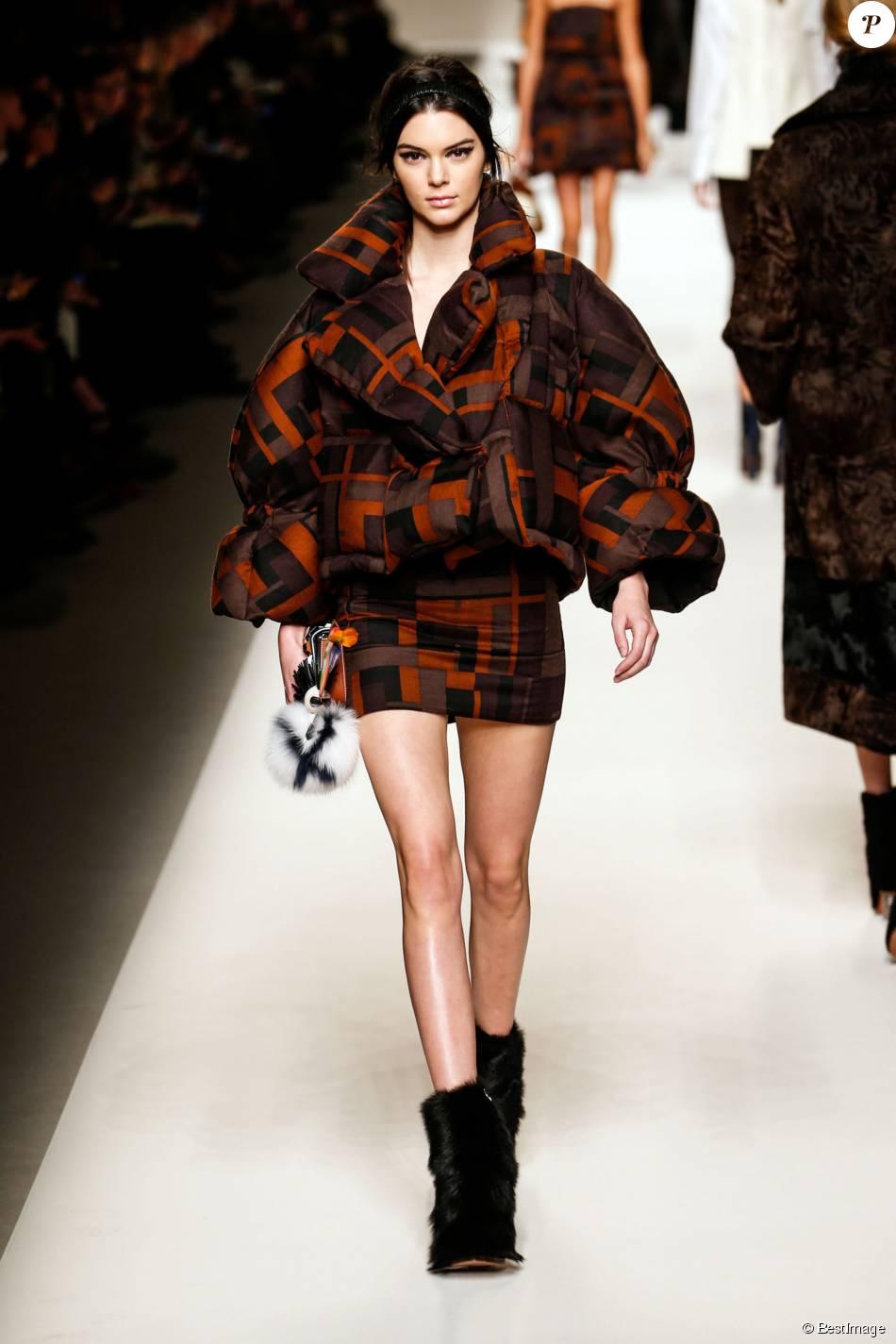 Kendall Jenner défile pour Fendi (collection automne-hiver ...
