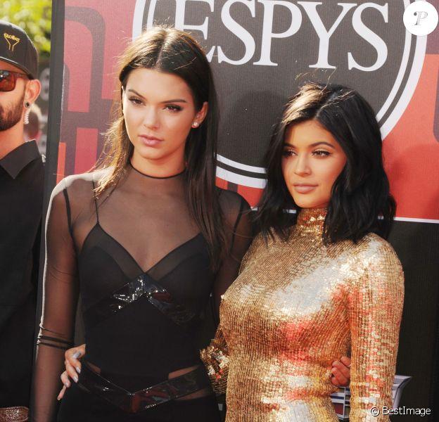 """Kendall Jenner et sa soeur Kylie Jenner - People à la soirée """"The 2015 EPSYS"""" à Los Angeles. Le 15 juillet 2015"""