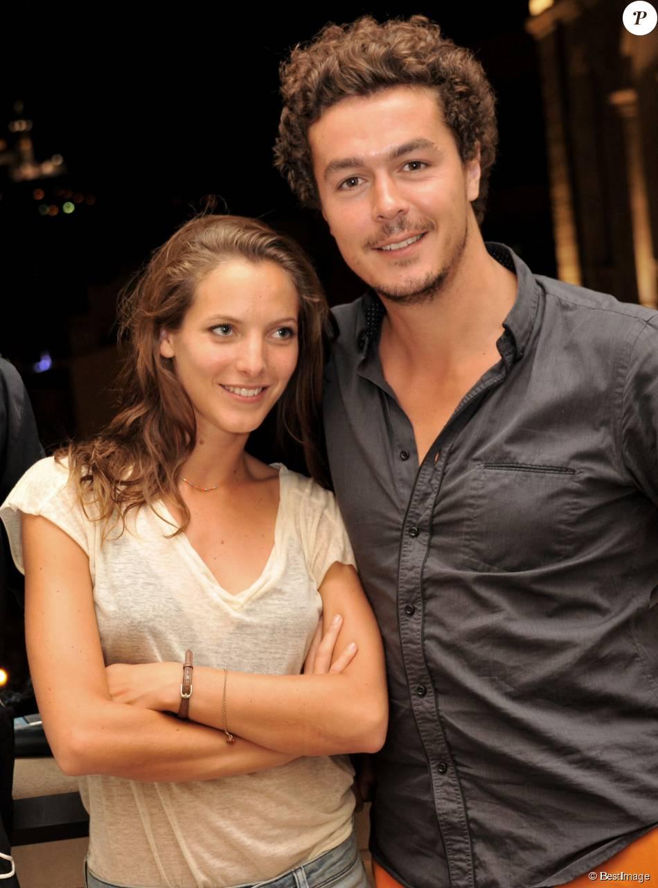 """Les comédiens de la série """"Plus Belle la Vie"""", Elodie Varlet (Estelle) et son ami Jérémie Poppe (Romain) posent à l'hôtel Intercontinental de Marseille le 14 juillet 2013"""