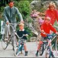 Le prince Charles et la princesse Diana en vacances avec William et Harry en 1989 dans les îles Scilly