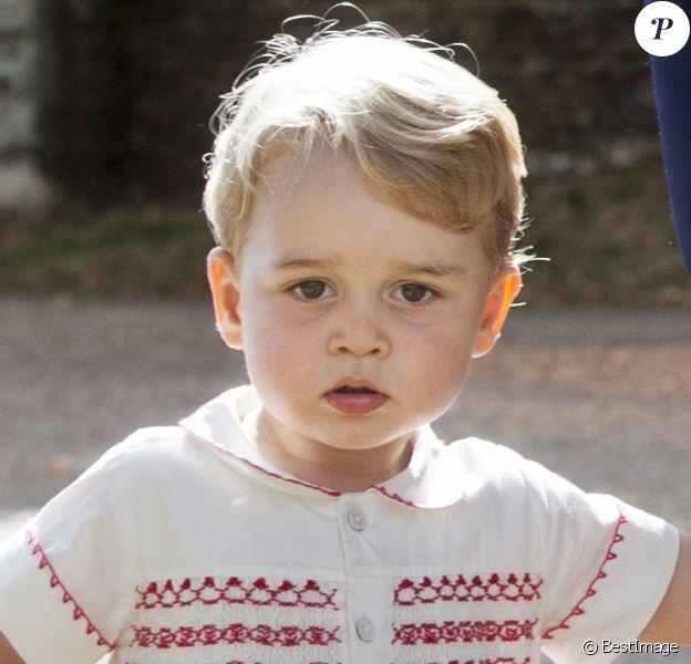 Le prince George de Cambridge lors du baptême de sa petite soeur la princesse Charlotte de Cambridge à l'église St. Mary Magdalene à Sandringham, le 5 juillet 2015.