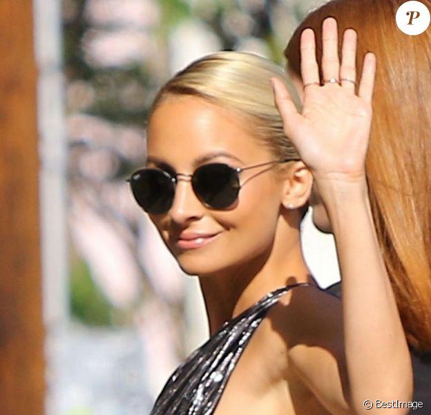 """Nicole Richie sort des studios de l'émission """"Jimmy Kimmel Live!"""" à Hollywood, le 30 juillet 2015."""