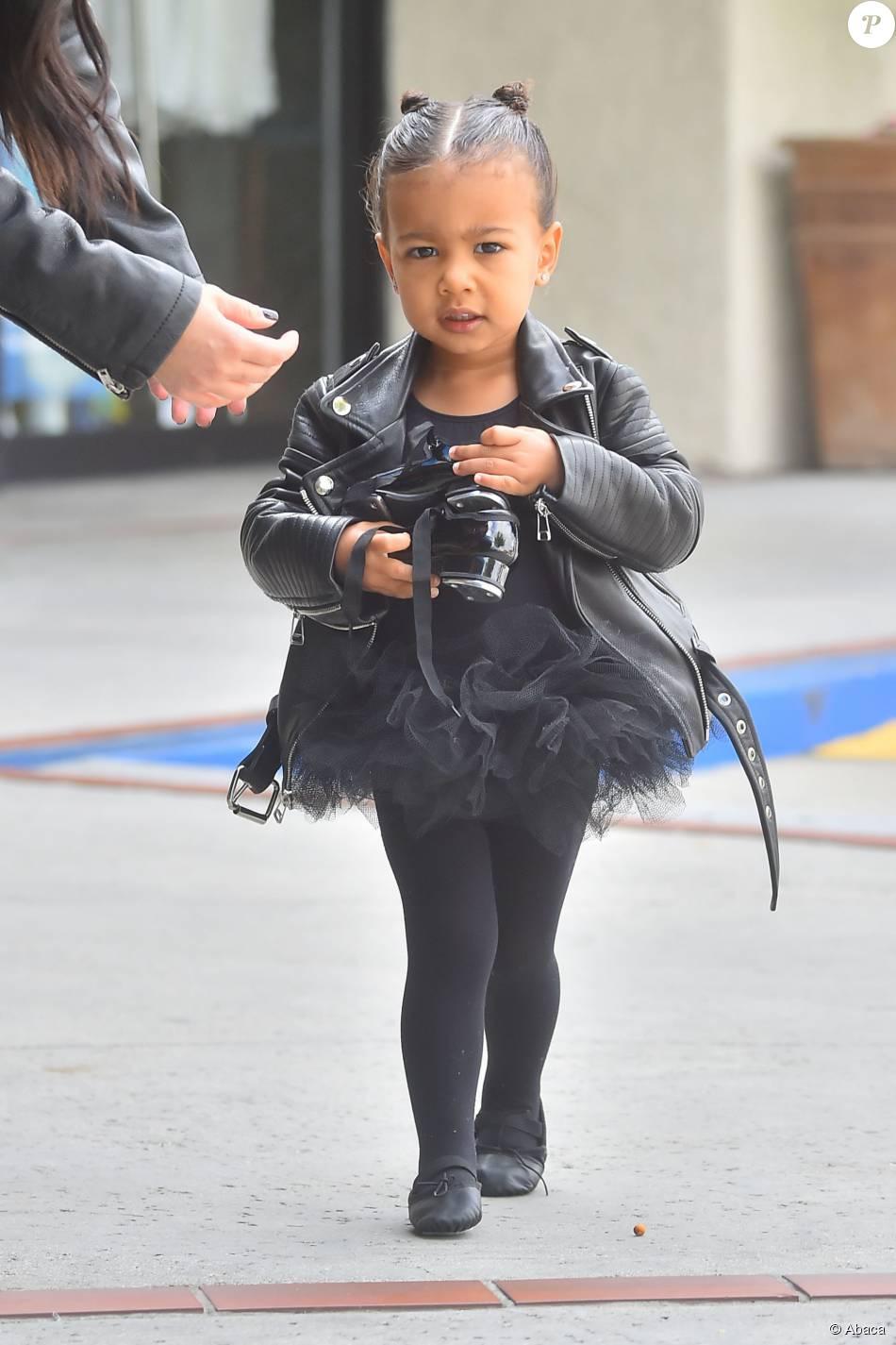 En tutu noir, et perfecto en cuir, North West se rend à une leçon de danse, le 21 mai 2015 à Los Angeles