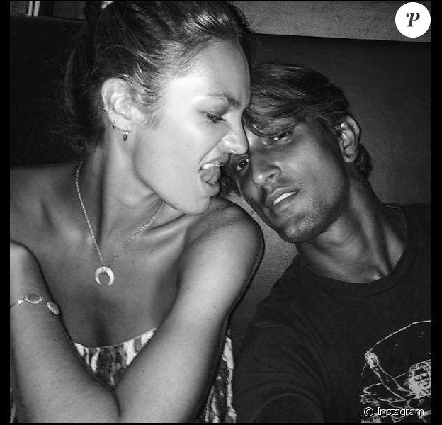 Candice Swanepoel et son boyfriend Hermann Nicoli : Après dix ans d'amour, ils sont fiancés ! Selfie pour les amoureux