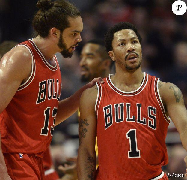 Derrick Rose des Chicago Bulls, ici avec Joakim Noah en février 2015, fait en août 2015 l'objet d'une plainte pour un viol en réunion qui aurait eu lieu en août 2013.