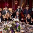 Le groupe The Gypsy Queens à la table de Mélanie Laurent, Sidney Toledano et Ana Girardot lors du 18e Grand Bal de Deauville, au profit de l'association Care France. Deauville, le 29 août 2015.