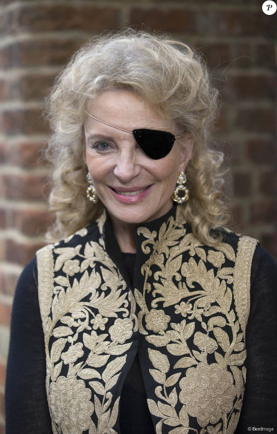 La princesse Michael de Kent, avec un cache-oeil suite à une opération de la cornée, en promotion de son roman  Agnès Sorel: Mistress of Beauty  à Londres, le 2 juin 2015.