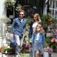 Exclusif - Première sortie en famille des jeunes mariés Geri Halliwell et Christian Horner à Londres à leur retour de lune de miel à Woburn Abbey. La petite Bluebell est souriante et heureuse, elle tient la main à Christian Horner, le 30 mai 2015 F