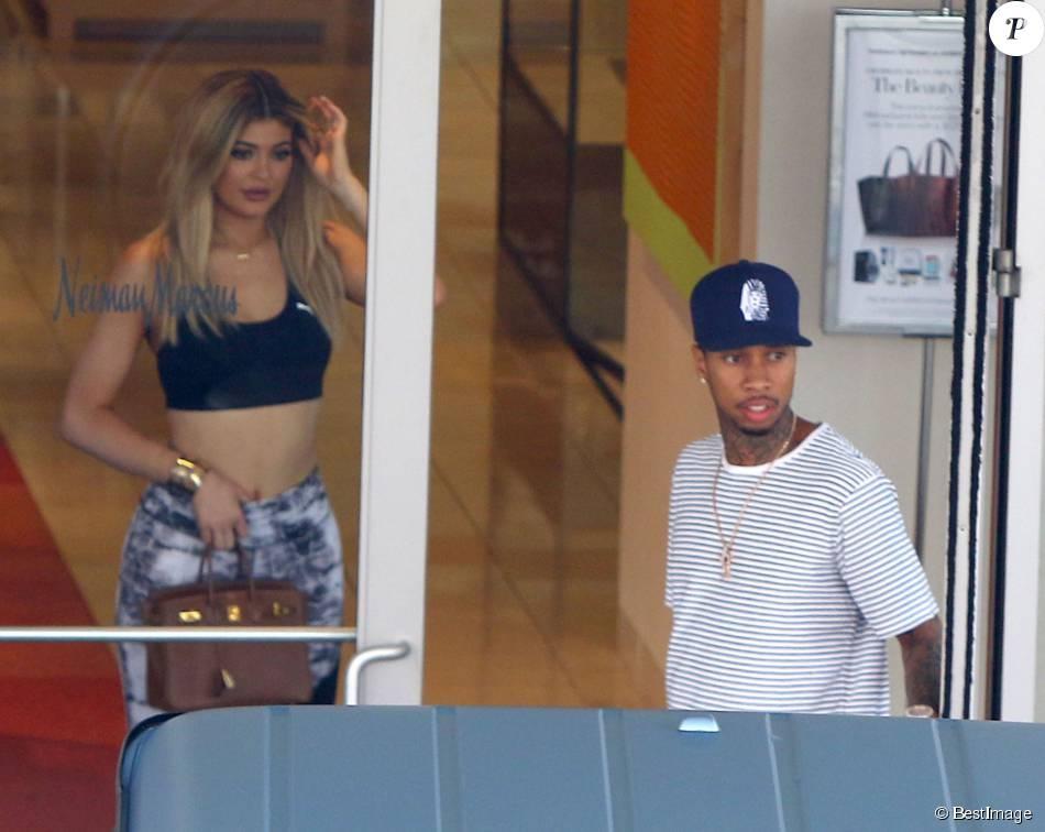 Kylie Jenner et son petit ami Tyga quittent le centre commercial Neiman Marcus à Woodland Hills, le 10 septembre 2015.
