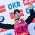Martin Fourcade sur le podium de l'épreuve de Coupe du monde du 15km Mass Start à Pokljuka, le 21 décembre 2014