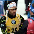 Martin Fourcade et Simon Schempp après le sprint 10km lors des championnats du monde de biathlon de Kontiolahti, le 7 mars 2015