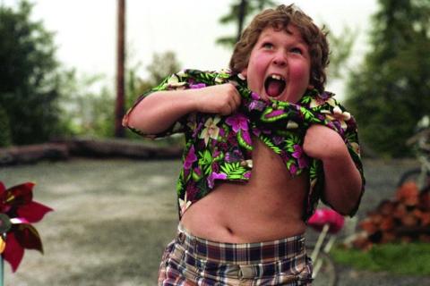 """Jeff Cohen, 30 ans après : L'adorable Chunk des """"Goonies"""" a bien grandi !"""