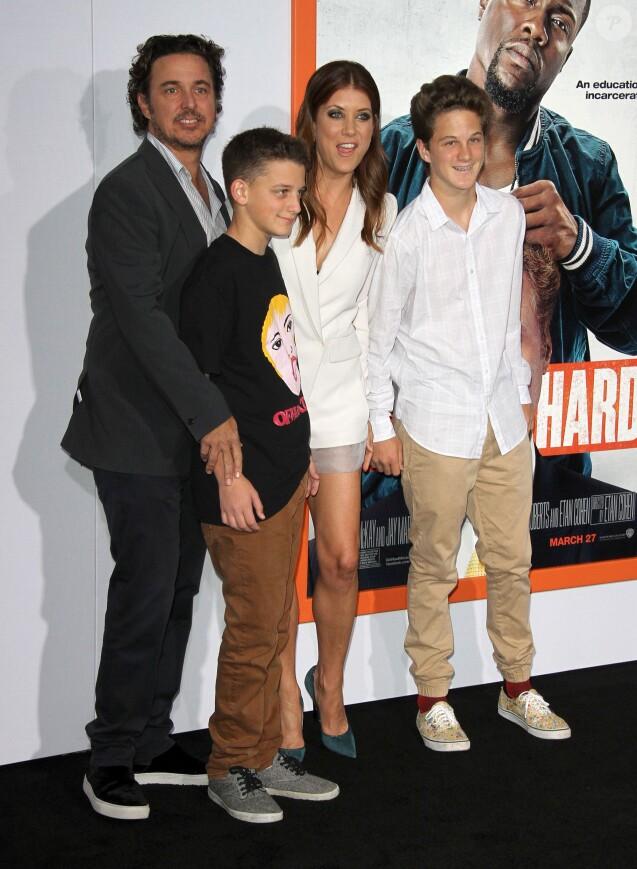 """Chris Case, ses enfants et sa compagne Kate Walsh - Avant-première du film """"Get Hard"""" à Hollywood, le 25 mars 2015."""
