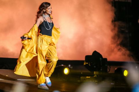 Rihanna grandiose sur scène au Rock in Rio devant Cara Delevingne et Sam Smith