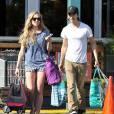 Exclusif - Amanda Seyfried et son petit-ami Justin Long font du shopping avant de rejoindre des amis à West Hollywood, le 8 avril 2014.