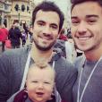Alex Goude à Disneyland Paris avec son mari Romain et leus fils Elliot (7 mois). Septembre 2015.