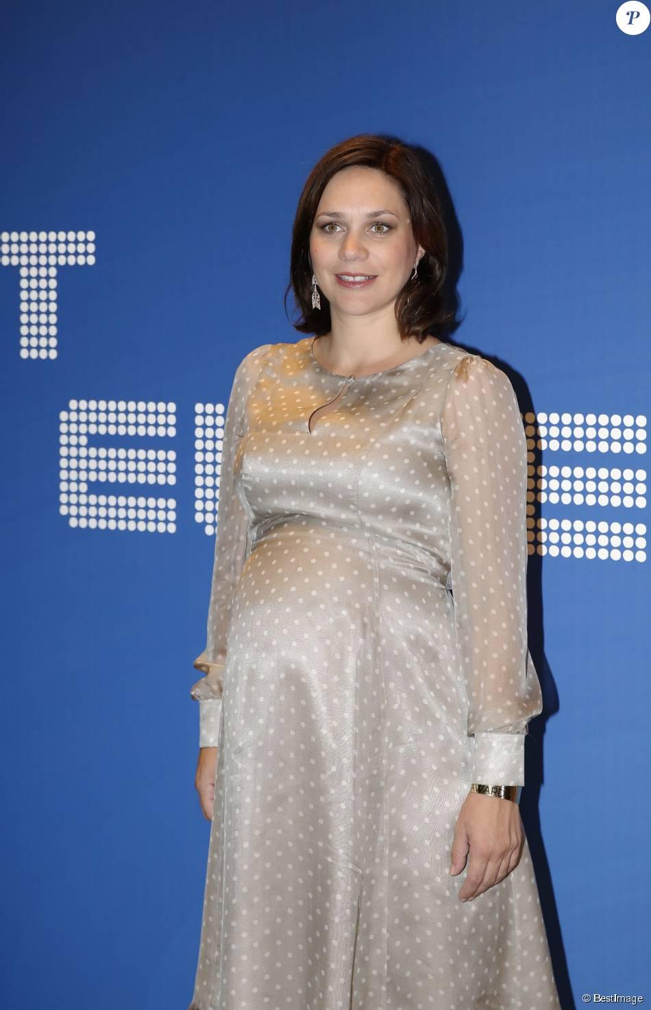 Nathalie p chalat enceinte 26e dition des sportel for Natali pechalat
