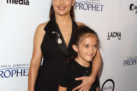 Salma Hayek : Sa fille Valentina victime d'injures racistes, elle raconte...
