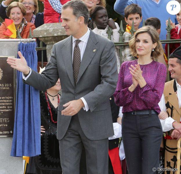 La reine Letizia et le roi Felipe VI d'Espagne visitaient le 24 octobre 2015 Colombres, élu Village modèle de la principauté des Asturies 2015.