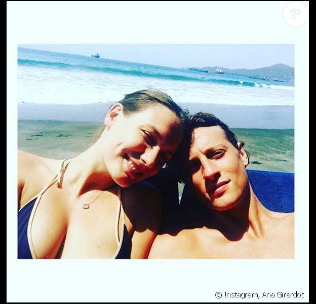 Ana Girardot pose avec son amoureux, Arthur de Villepin. (photo postée le 25 octobre 2015)