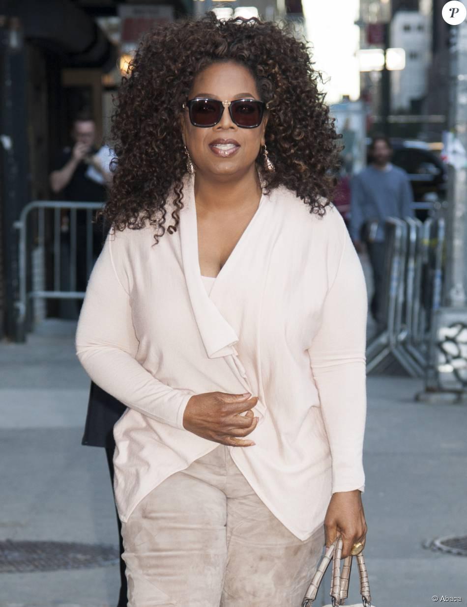Oprah Winfrey arrive à l'enregistrement de The Late Show With Stephen Colbert à New York, le 15 octobre 2015