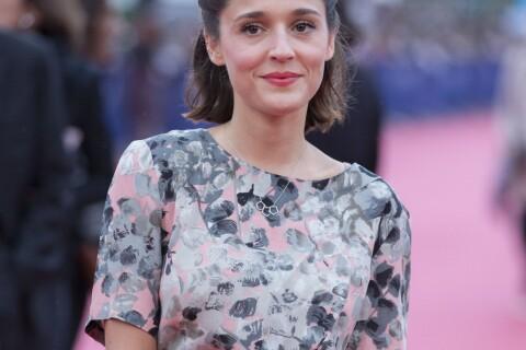 Lola Bessis, fille de Daniela Lumbroso, prône avec style des dessous spéciaux