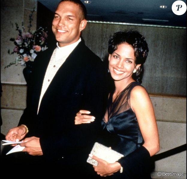 Halle Berry et David Justice en novembre 1994.