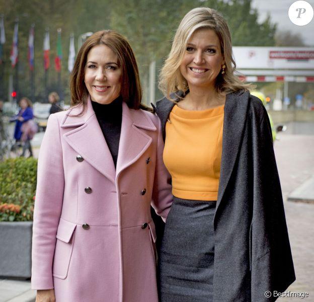 La reine Maxima des Pays-Bas, pour son premier engagement après son hospitalisation pour une néphrite, recevait le soutien de son amie la princesse Mary de Danemark pour l'inauguration de la 3e Conférence mondiale des foyers pour femmes à La Haye le 4 novembre 2015