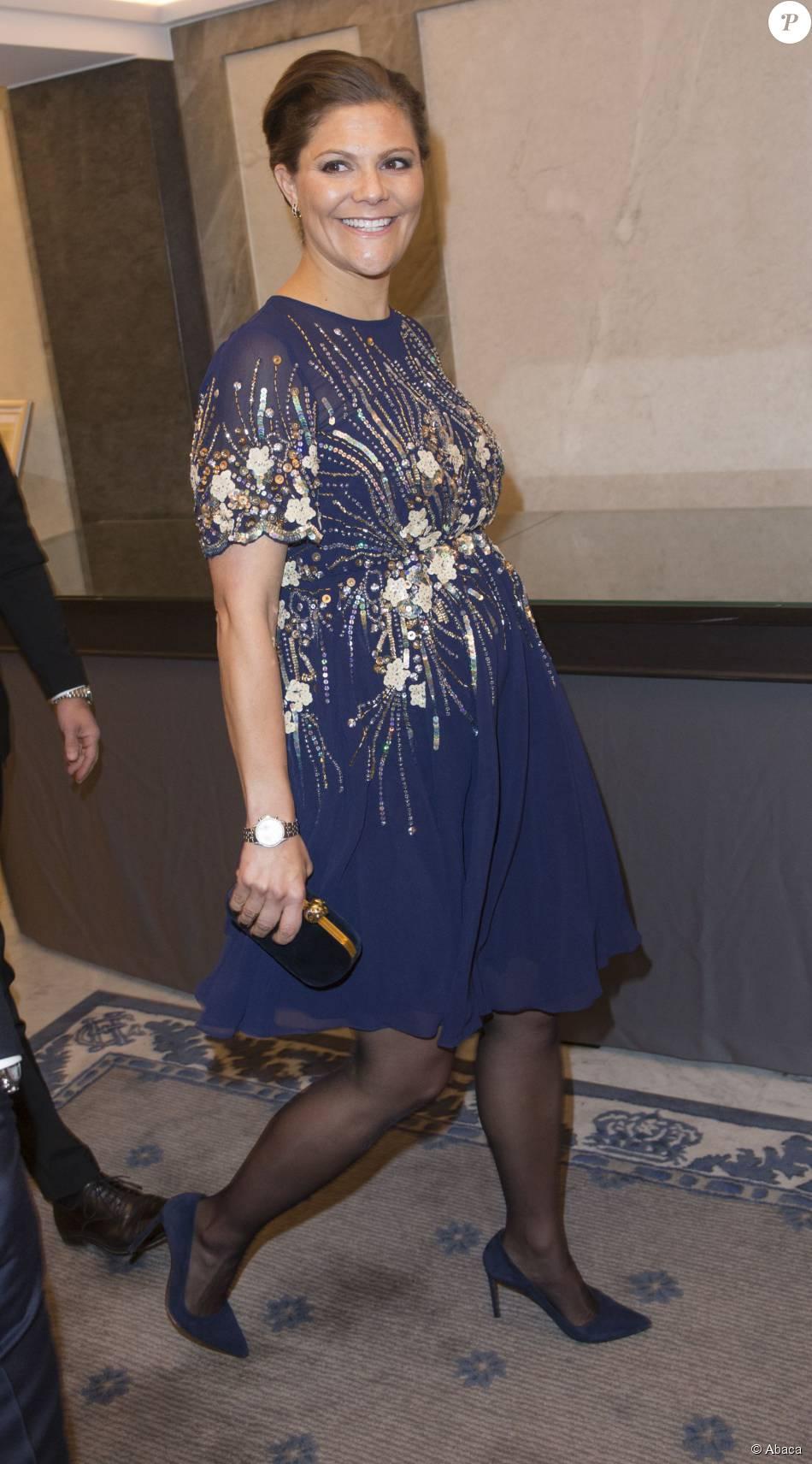La princesse Victoria de Suède, enceinte, prenait part avec son époux le prince Daniel au dîner offert par le président de la Tunisie Beji Caid Essebsi et sa femme Saïda au Grand Hôtel à Stockholm le 5 novembre 2015