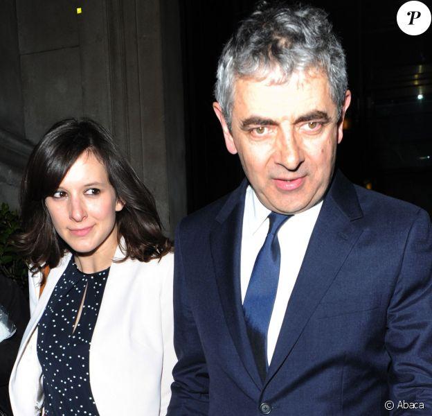 Rowan Atkinson aka Mr. Bean et sa girlfriend Louise Ford, 32 ans, quittent une soirée American Buffalo au National Gallery Cafe à Londres le 27 avril 2015.