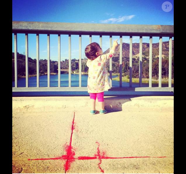 Ashton Kutcher a publié une photo d'une fillette sur Instagram et Twitter, serait-ce sa fille Wyatt ?