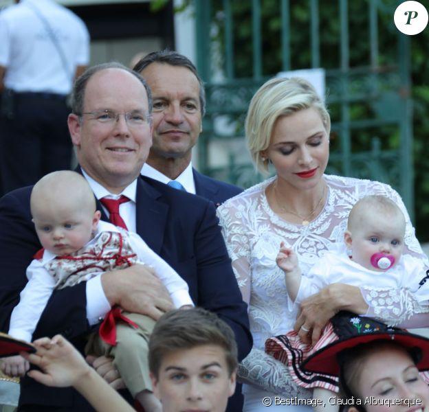 Le prince Albert de Monaco et la princesse Charlène, accompagnés de leurs enfants le prince Jacques et la princesse Gabriella, habillés en costume traditionnel, au traditionnel pique-nique de la Principauté, qui se tient chaque année au parc de la princesse Antoinette le 28 août 2015 à Monaco.