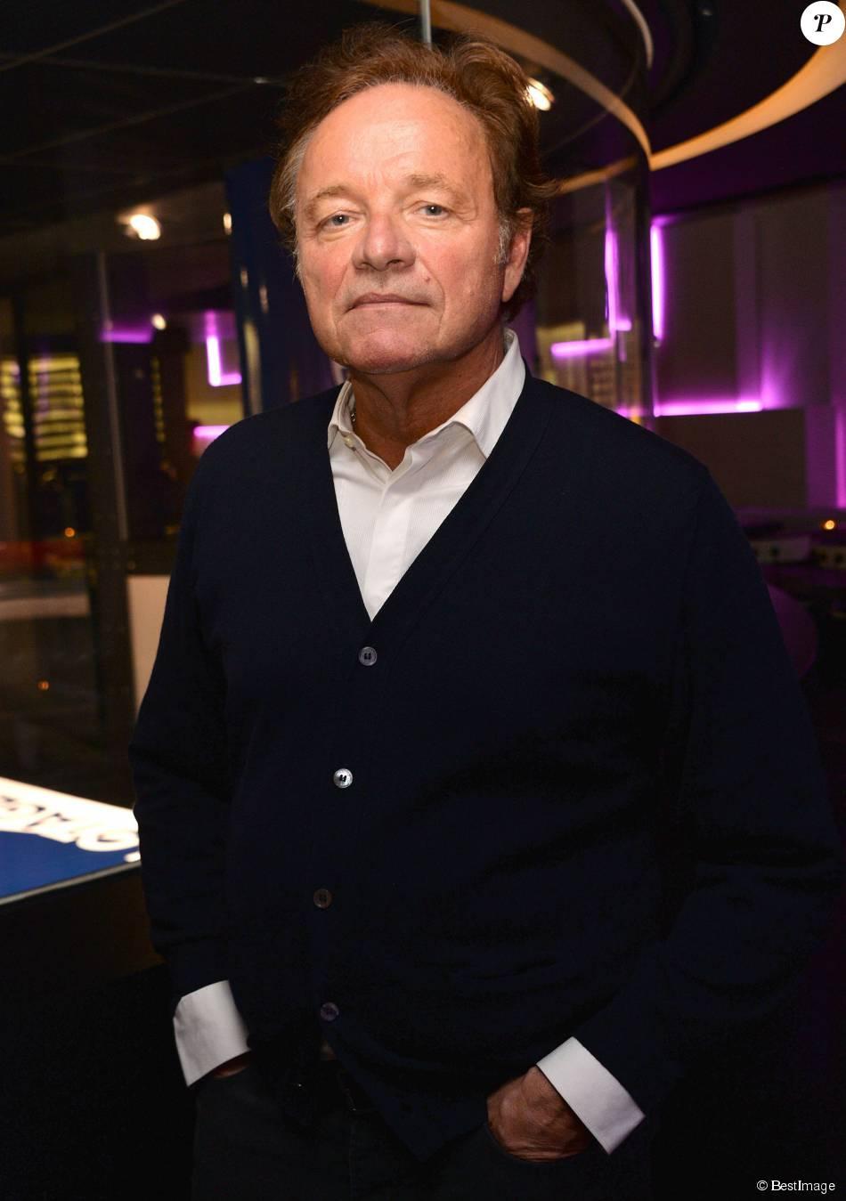 """Semi-exclusif - Guillaume Durand - Cocktail pour le lancement du livre """"Les bonnes chansons ne meurent jamais"""" de J. Sanchez au NoLita à Paris, le 4 novembre 2015. © Veeren/Bestimage"""