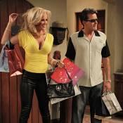Jenny McCarthy déplacée avec Charlie Sheen : Il répond... elle s'explique !