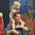 """""""Michael Weatherly, accompagné de sa femme Bojana et leur fille Olivia ont fait leurs emplettes chez Mr. Bones Pumpkin Patch à West Hollywood, le 12 octobre 2014 pour préparer Halloween"""""""