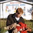 Le prince Harry au foyer Mants'ase au Lesotho en avril 2006 avec Mutsu Potsane, alors âgé de 6 ans et qu'il a rencontré pour la première fois deux ans plus tôt.