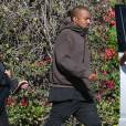 Exclusif - Kim Kardashian enceinte est allée déjeuner avec son mari Kanye West et sa soeur Kourtney Kardashian à l'hôtel Beverly Hills à Beverly Hills, le 28 novembre 2015