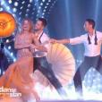 """Véronic DiCaire danse avec deux partenaires, dans """" Danse avec les stars 6""""  sur TF1, le samedi 12 décembre 2015."""