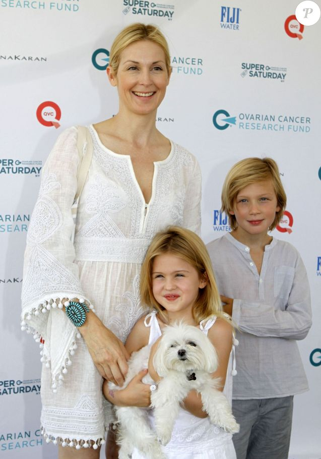 L'actrice Kelly Rutherford, son fils Hermes et sa fille Helena, à Water Mill, le 25 juillet 2015