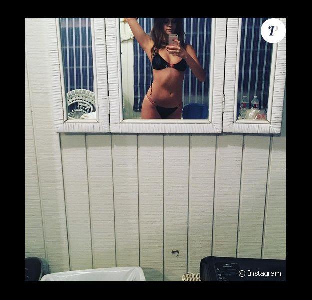 Selena Gomez pose en bikini sur Instagram dans le studio photo de Steven Klein / photo postée le 17 décembre 2015.