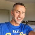 Eric Galliano pose sur son compte Instagram.