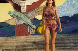 Laury Thilleman : En bikini pour la fin d'année, ses abdos font le buzz !