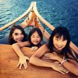 Jade et Joy Hallyday avec une amie en Thaïlande, janvier 2016.